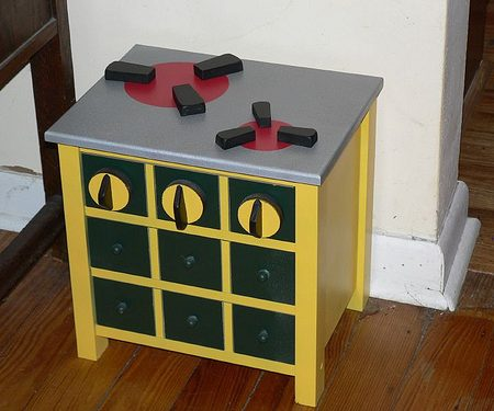 Make a fun little wooden playstove from an old side table
