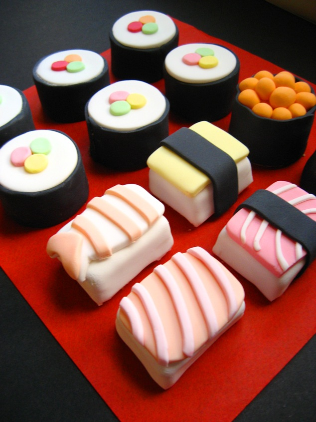 Loving these sushi small cakes , by the ever talented Hello Naomi . We ...