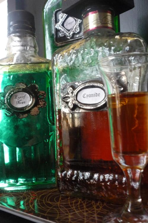 Make Old Fashioned Metal Bottle Labels For Halloween Dabbled