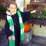 Make a Hogwarts scarf out of old sweatshirts (Harry Potter, Halloween)