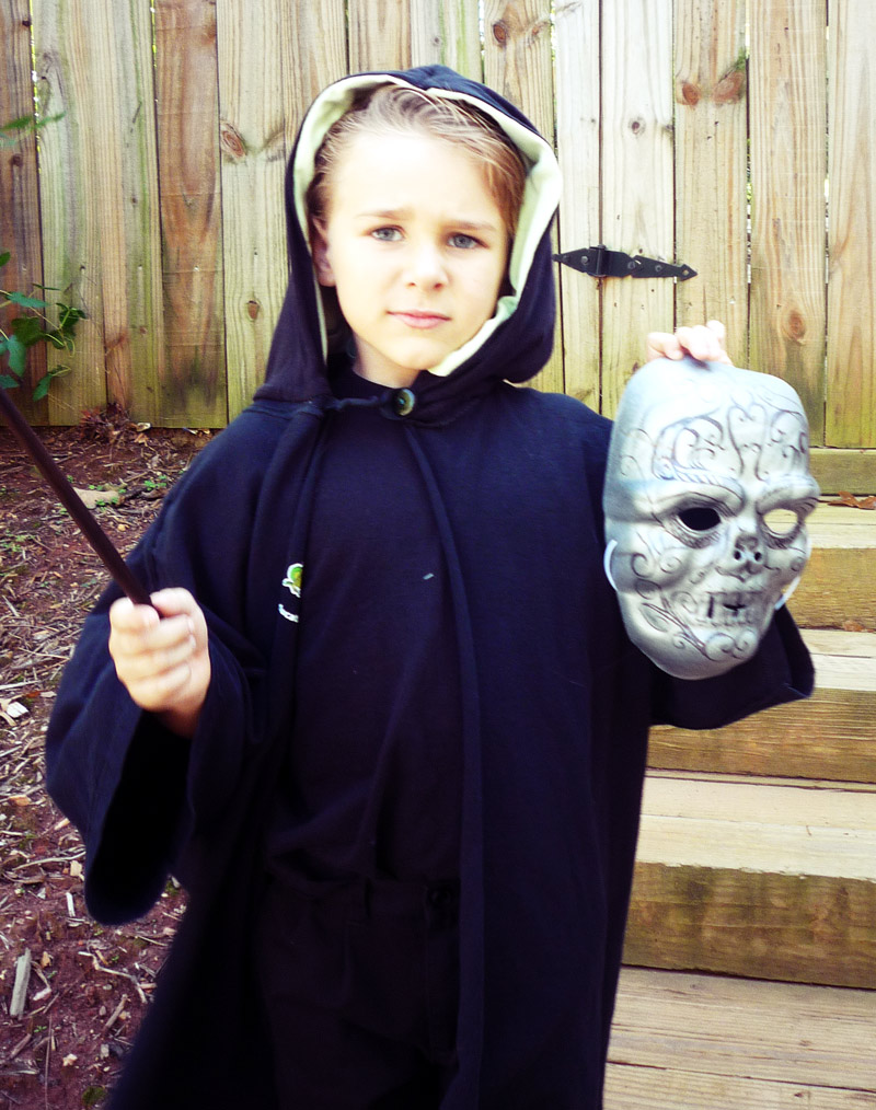 For The Boyu0027s Draco Malfoy costume I had a brainstorm one night when he was using a XL menu0027s tshirt as a sleep shirt. It was the perfect size for a wizard ...  sc 1 st  Dabbled.org & How to Make a kids Harry Potter robe out of Tshirts u2013 Dabbled
